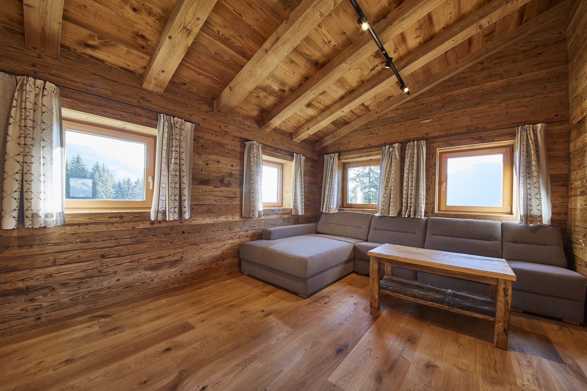 Mountain Chalet Ederalm In Saalbach Holidayflats24